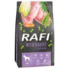 Rafi Adult, z królikiem