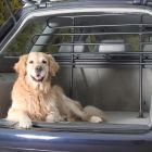 Reja de protección con pie para el coche Trixie