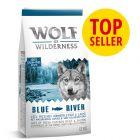 Wolf of Wilderness Blue River con salmón